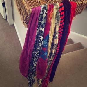 Accessories - 8 casual scarves 🧣